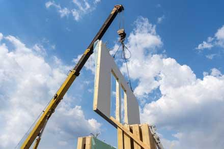 Modulares Bauen auf einer Baustelle